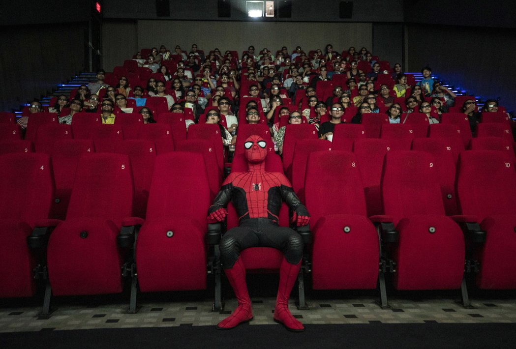 尼泊爾影城出奇招,讓蜘蛛人進影廳和觀眾同樂。圖/歐新社資料照片