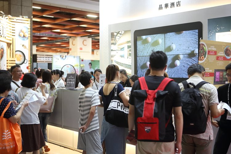 晶華酒店在開幕日獲得單日300萬的銷售成績。記者陳睿中/攝影