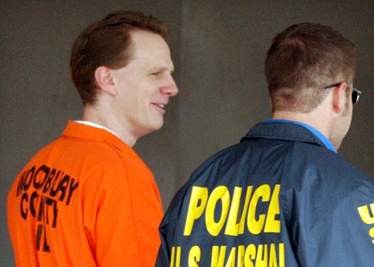 美國司法部自二○○三年來首度恢復執行死刑,十二月將處決五名死囚,圖左為一九九三年...