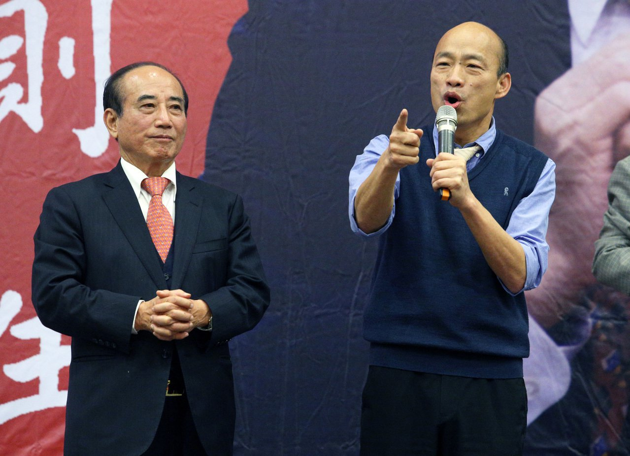 高雄市長韓國瑜(右邊)、前立法院長王金平(左)。聯合報系資料照/記者劉學聖攝影