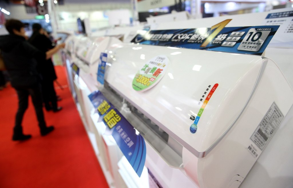 進入炎夏,購買新冷氣的民眾眾多,估計從申請到取得退稅款,最長可能要2個月。圖/聯...