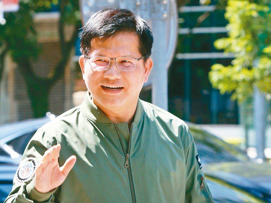 交通部長林佳龍上午針對華航涉嫌配合國安人員走私菸品醜聞後續接受媒體聯訪,表示「究責無上限」。 記者林俊良/攝影