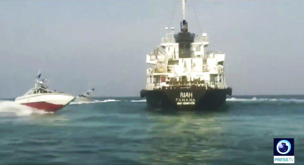 一艘懸掛巴拿馬國旗的油輪「芮雅號」(MT Riah)本月遭伊朗扣押,印度外交部今...