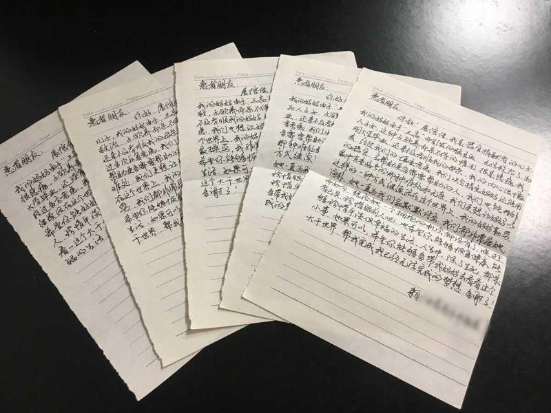 小林向這些受捐者寫信,囑咐要好好珍惜得來不易的生命,多出門走走帶著「媽媽」見識這世界。(澎湃新聞圖片)