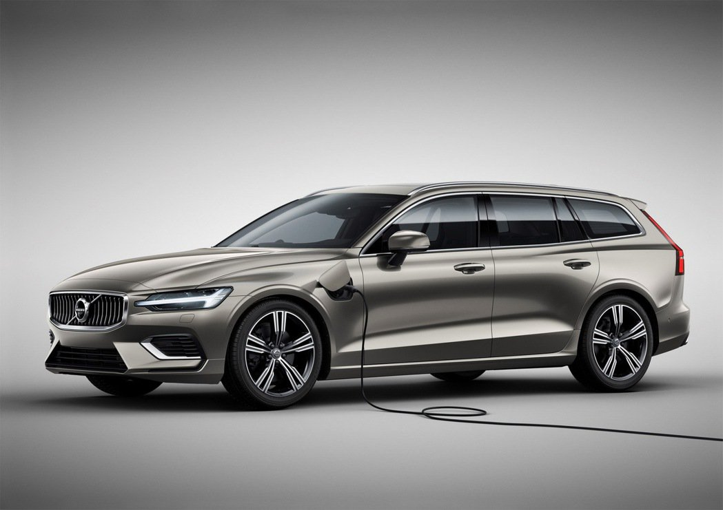 The New V60 T6 Inscription 採用 PHEV 動力架構,...
