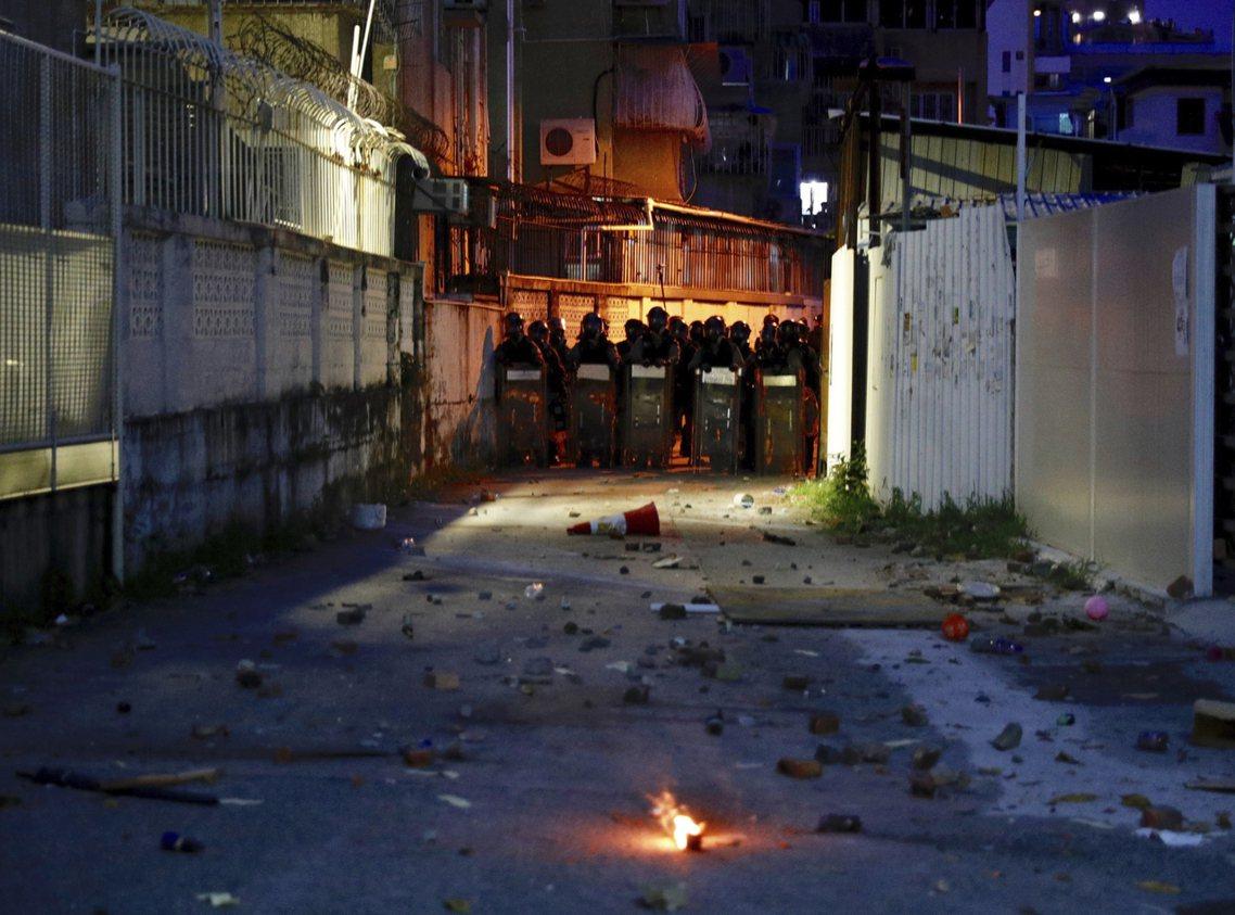 香港醫管局表示,元朗警民衝突中,已通報有9人受傷;其中5人狀況嚴重,但不確定傷勢...