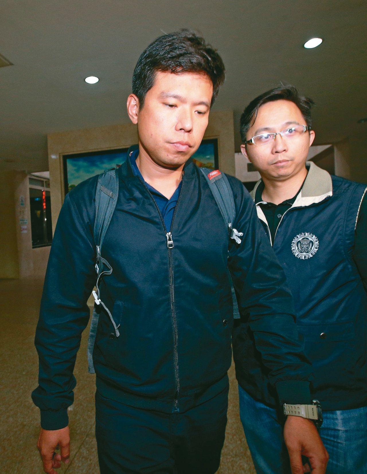 國安局官員涉嫌利用總統出訪機會,向華航預訂上萬條香菸,並先藏放在位於管制區內的免...