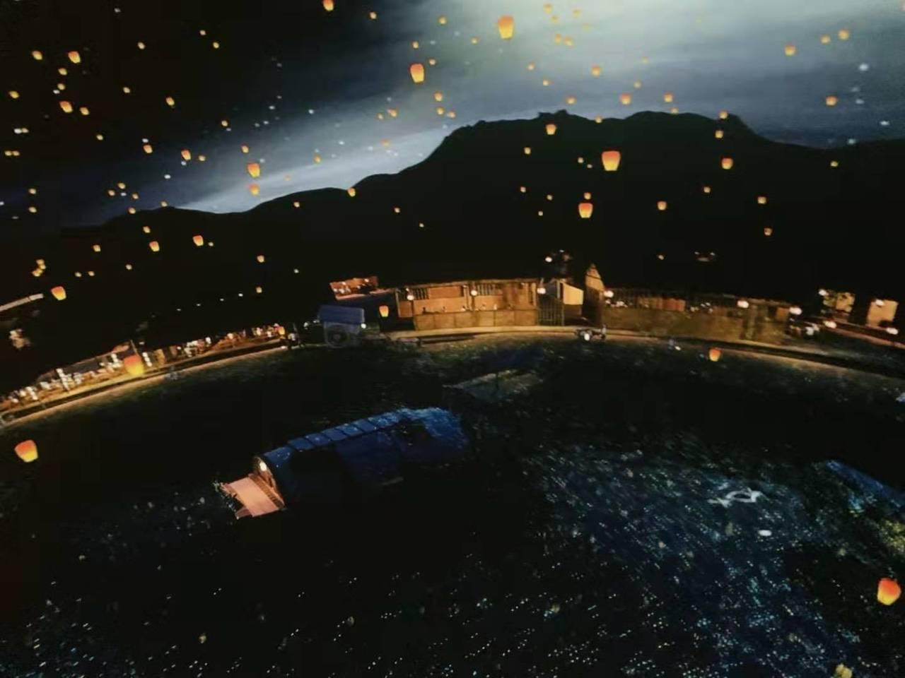 「汴河碼頭」180度球幕影院也以真似幻。(香港特派員李春/攝影)