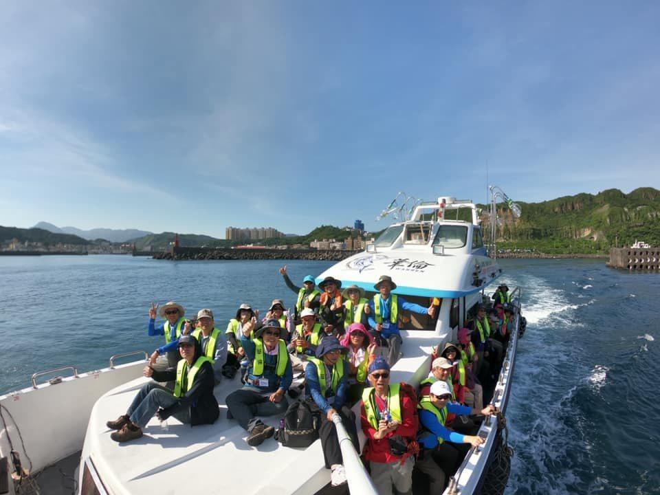 搭遊艇環島。圖/綠生活提供