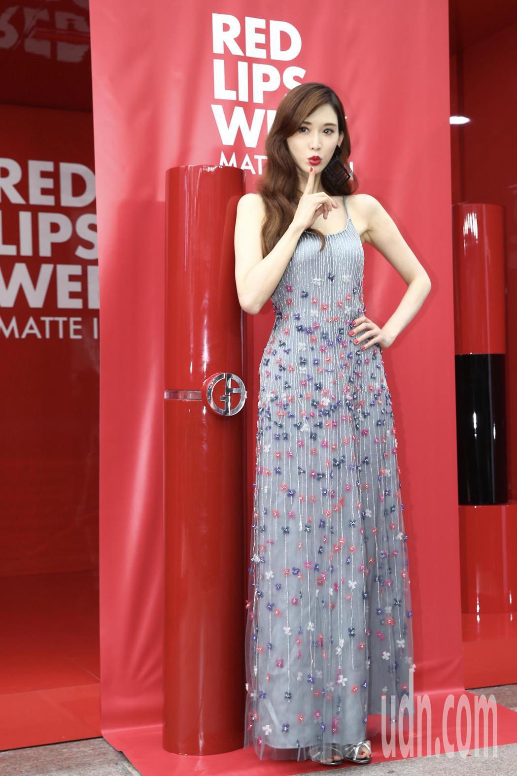 宣布結婚喜訊後,首度公開露面的藝人林志玲,下午代言化妝品牌活動。記者許正宏/攝影