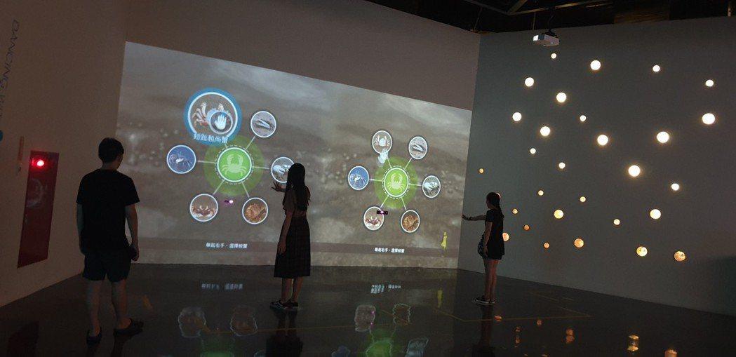 高美濕地遊客服務中心今天開幕,有互動體驗區。記者游振昇/攝影