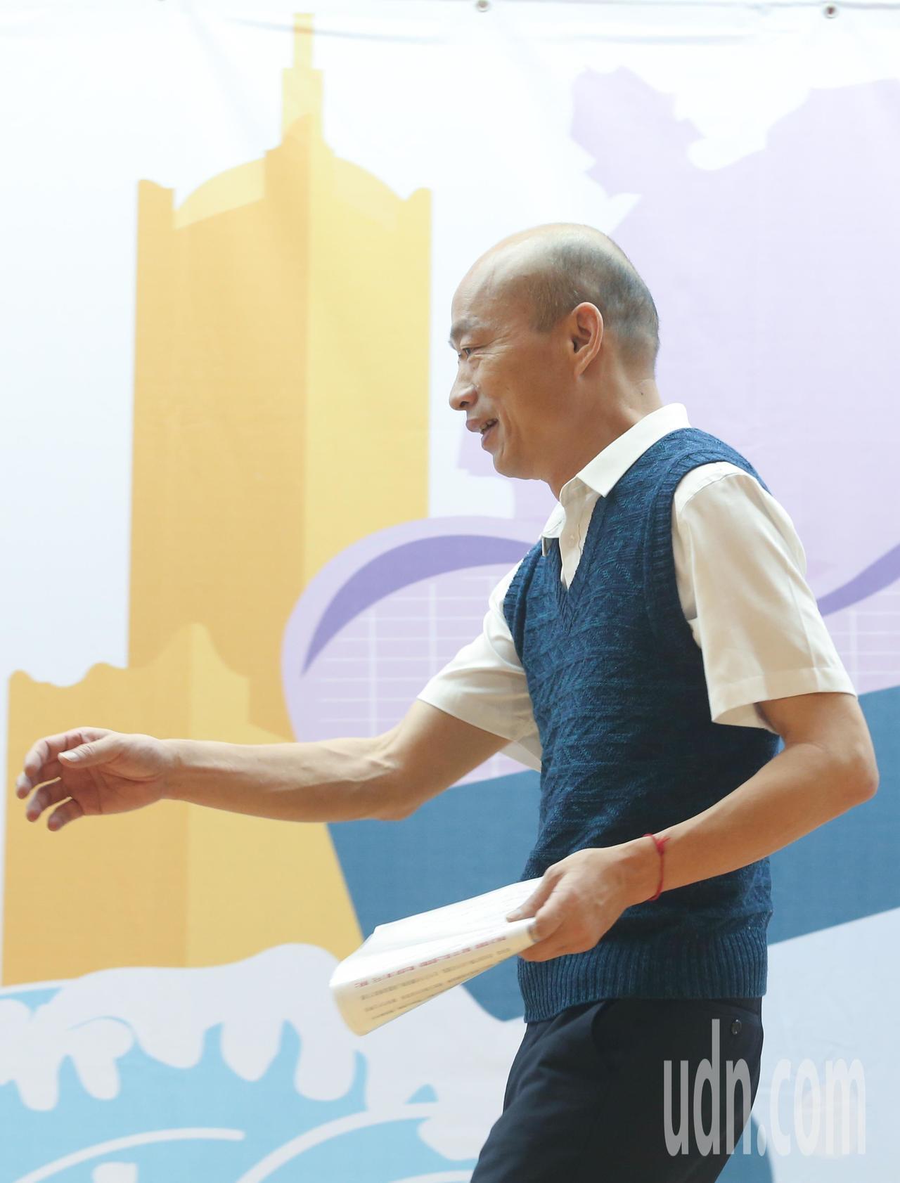 高雄市長韓國瑜下午參加高雄勞工局在台北舉辦的「開薪回高雄」徵才活動,現場超過25...