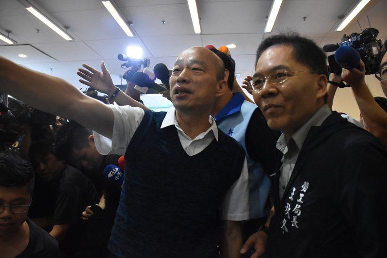 國民黨全代會將在明天舉行,高雄市長韓國瑜表示,講稿內容有很多方面,包含兩岸議題、人民發財經濟等,有非常多的方面,明天就會知道。記者江婉儀/攝影
