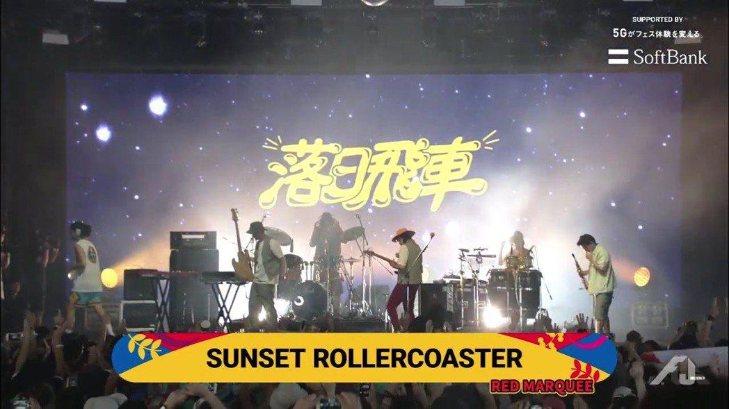 落日飛車儘管開唱時間是在上午10點,台下人潮也爆多。圖/夕陽音樂提供