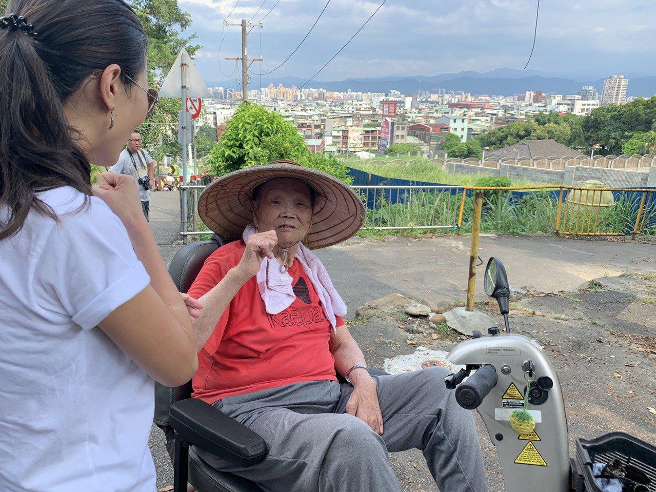 樂生自救會榮譽會長李添培今年85歲,他說,樂生雖然被隔離,但自成一個小社會、小世...