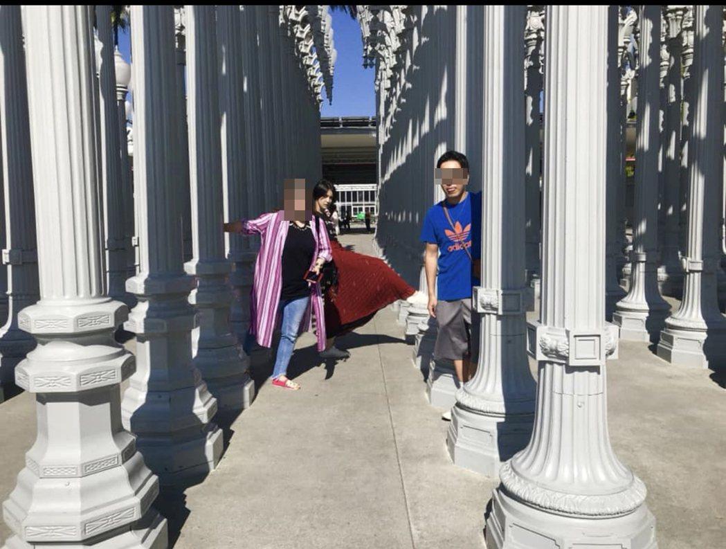 王姓友人(右一)與曾沛慈還到電影「飯飯之交」中知名的約會地點。圖/摘自W臉書