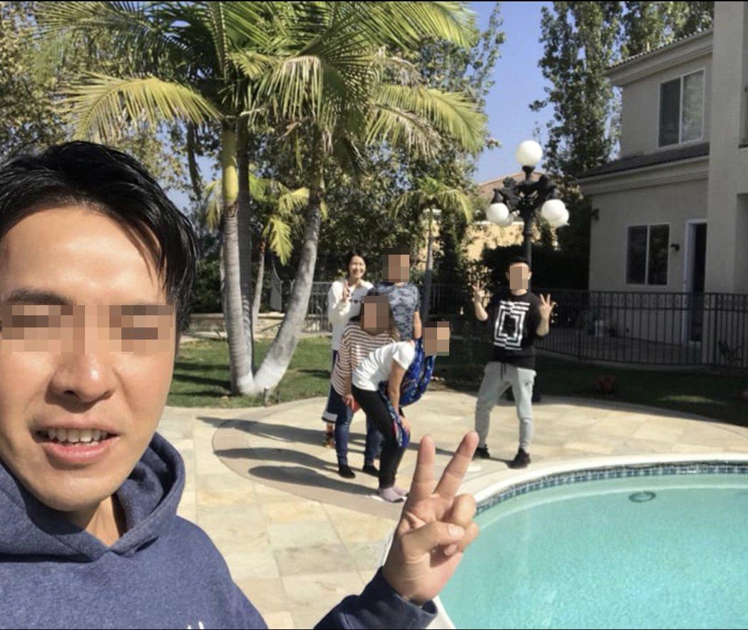 王姓友人(左一)曾分享曾沛慈與友人美國的玩耍照。圖/摘自W臉書