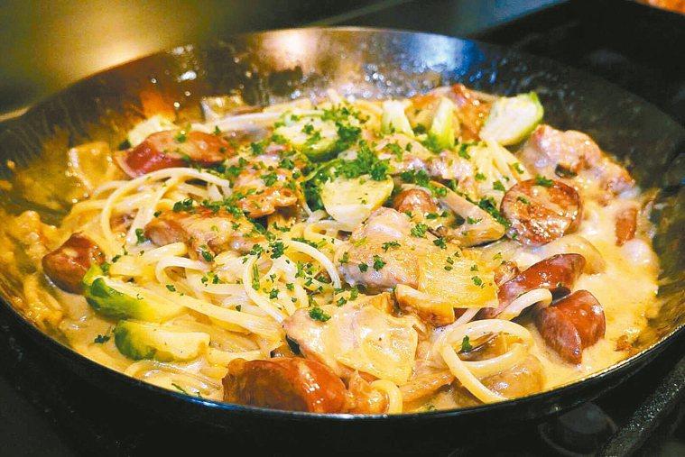 雞肉香腸白醬麵