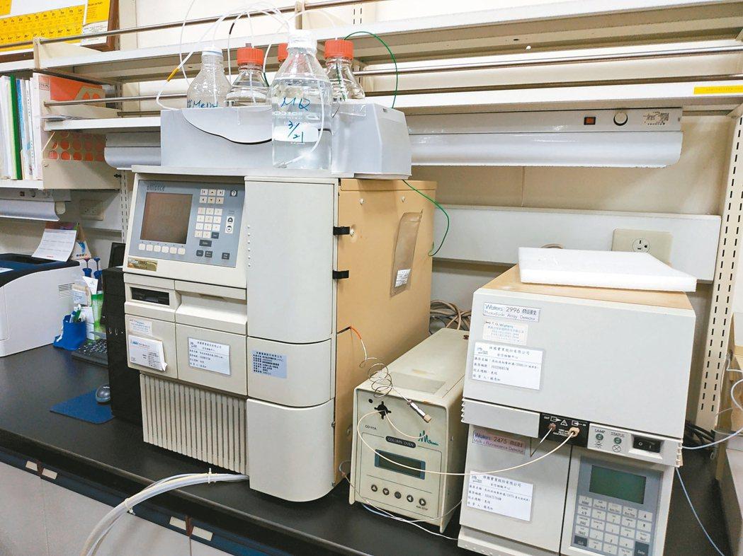 祥圃品管室,檢測進出動物營養品成份。 記者何秀玲/攝影