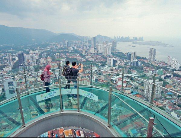 檳城是馬來西亞第二大城,由檳島及威省共同組成,檳城主要的觀光景點都集中在檳島上,...