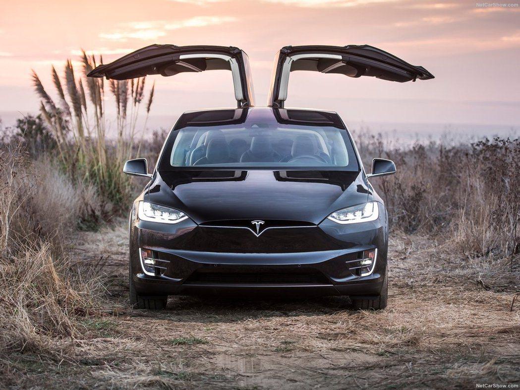 Tesla Model X。 摘自Tesla