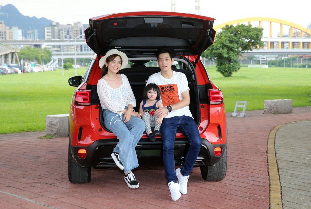 韓系高顏值親子檔來試車。 記者胡經周/攝影
