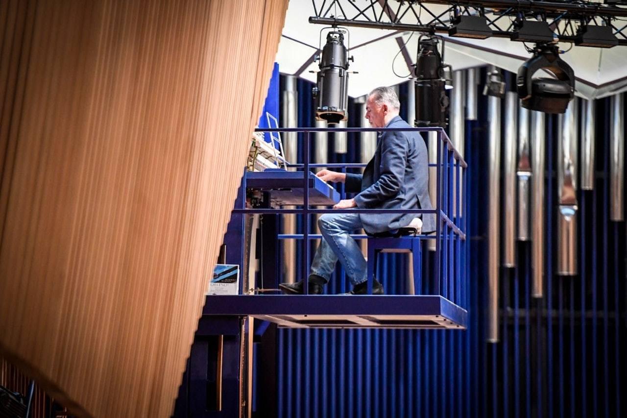 德國製琴師克拉芬斯(David Klavins)建造的鋼琴鋼架高6米,要演奏鋼琴...