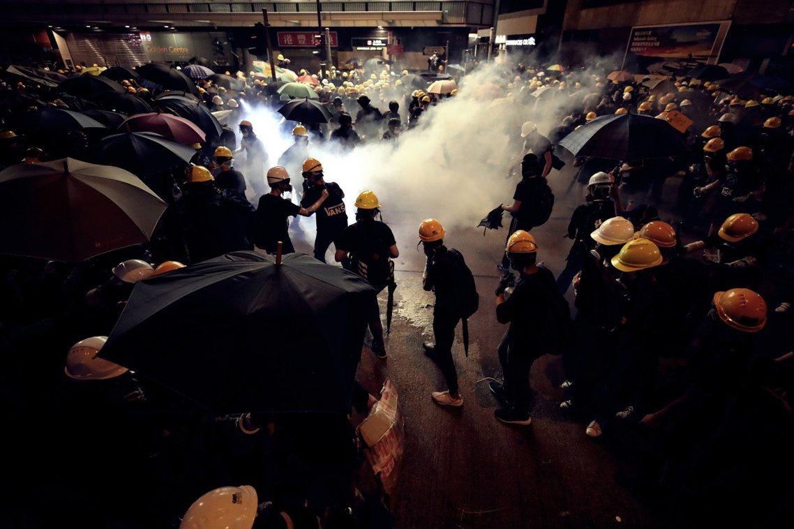 儘管在重重警力保護下,728的西環衝突未直接衝擊中聯辦大樓;但北京方面已宣布:中...