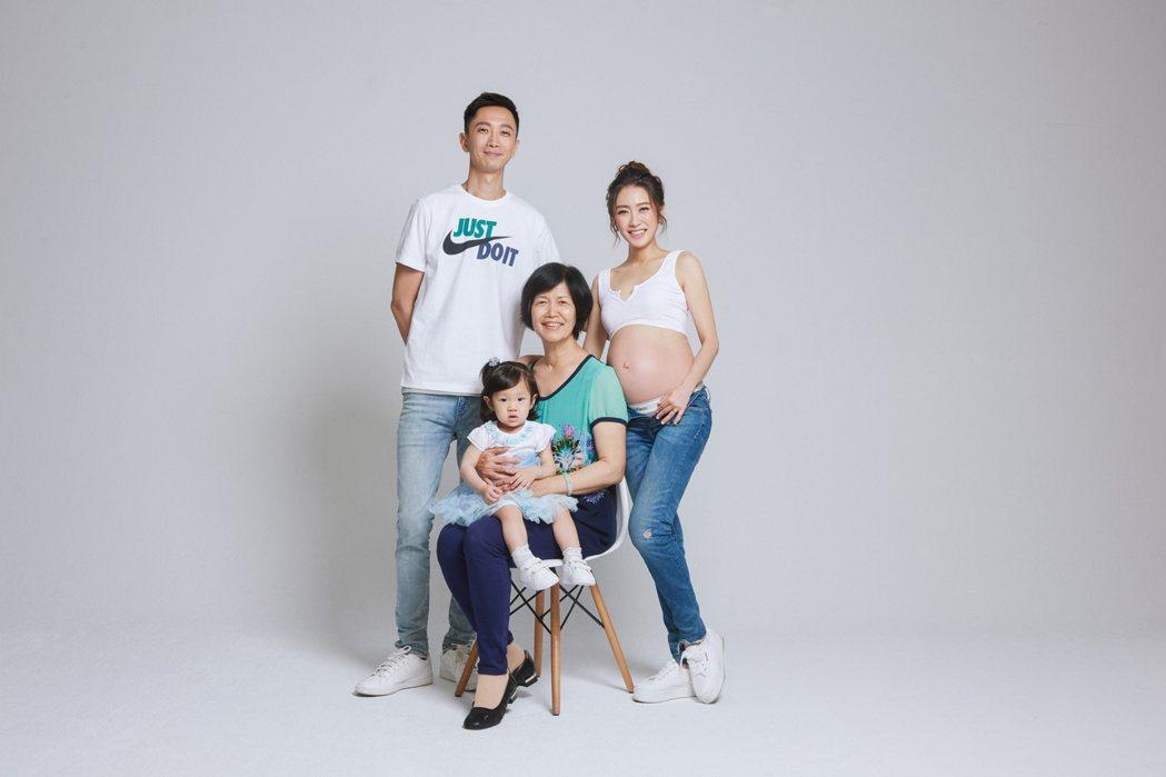 楊千霈三代同堂。圖/宋子凡攝影工作室提供