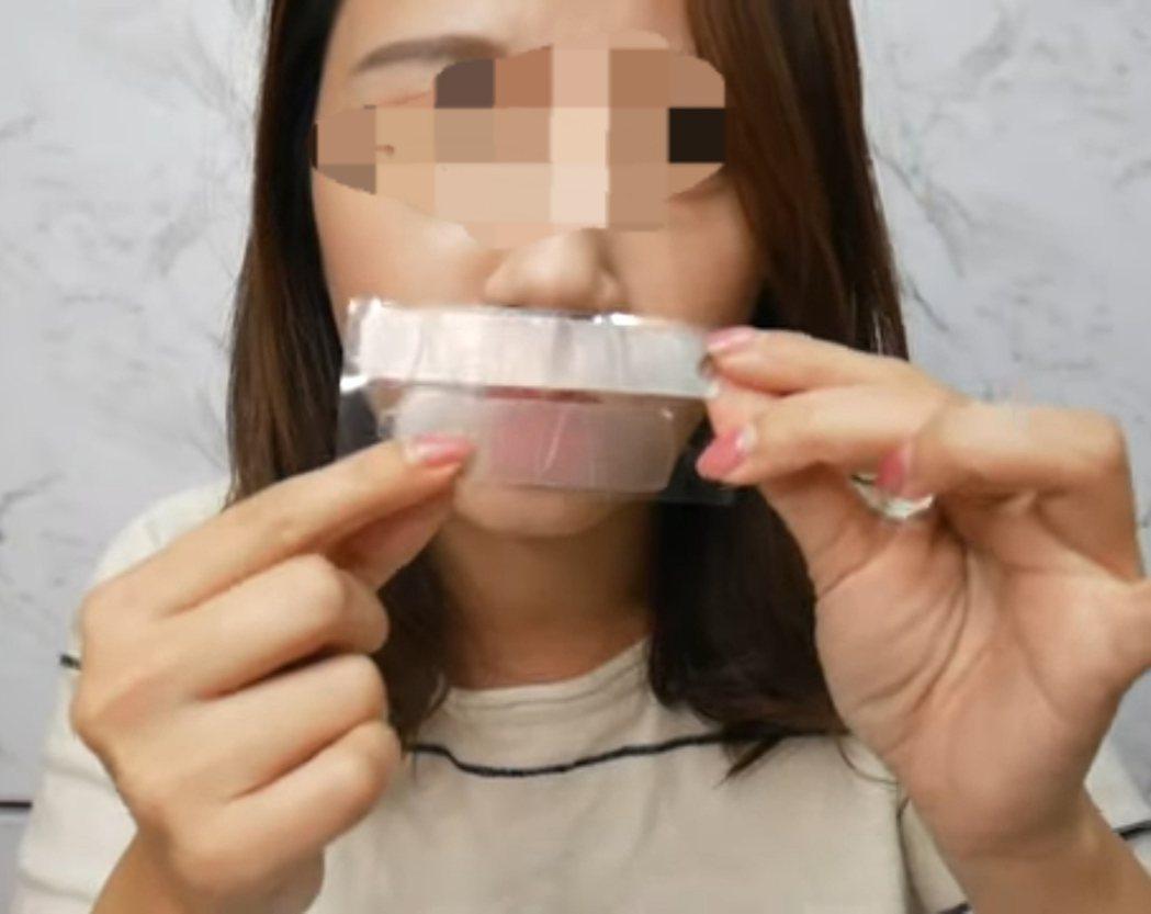 網路上可以找到許多分享牙齒美白貼片的po文。記者修瑞瑩/翻攝