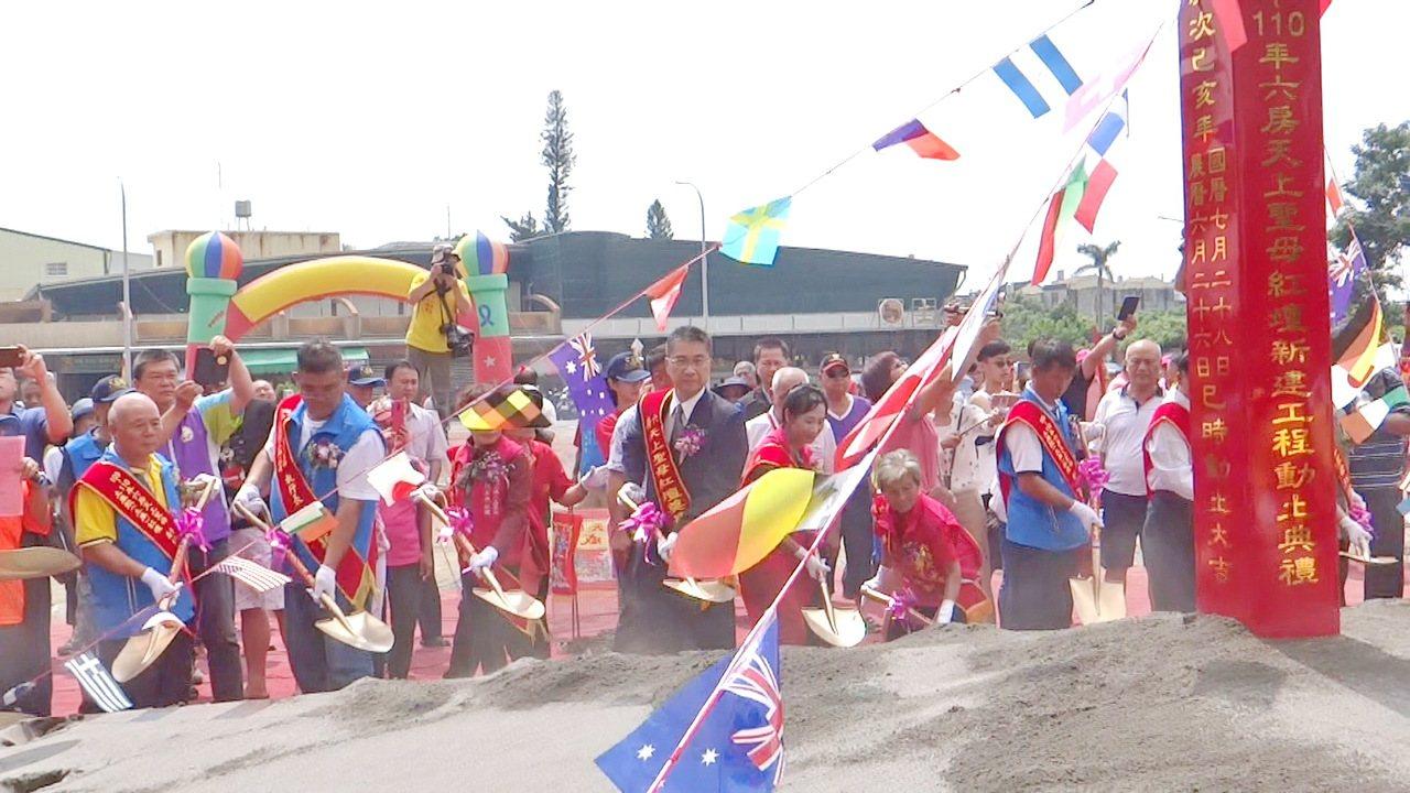 內政部長徐國勇應邀為六房媽祖新紅壇主持動土儀式。記者蔡維斌/攝影