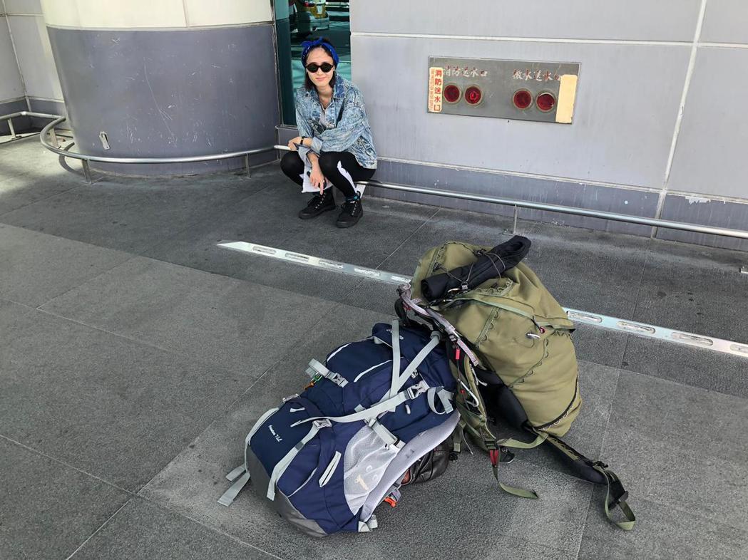 鍾瑶當背包客,走到哪玩到哪。圖/金熙提供