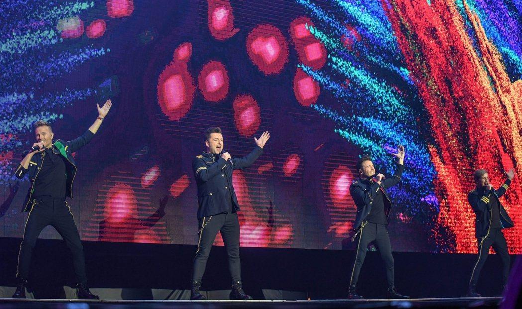 「西城男孩」團員尼基(左起)、馬克、尚恩以及基恩帶來一連串代表作歌曲,嗨翻全台歌...