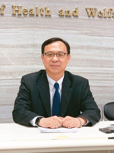 衛福部醫事司長石崇良將在論壇中說明特管辦法對細胞治療的原則。 記者陳雨鑫/攝影