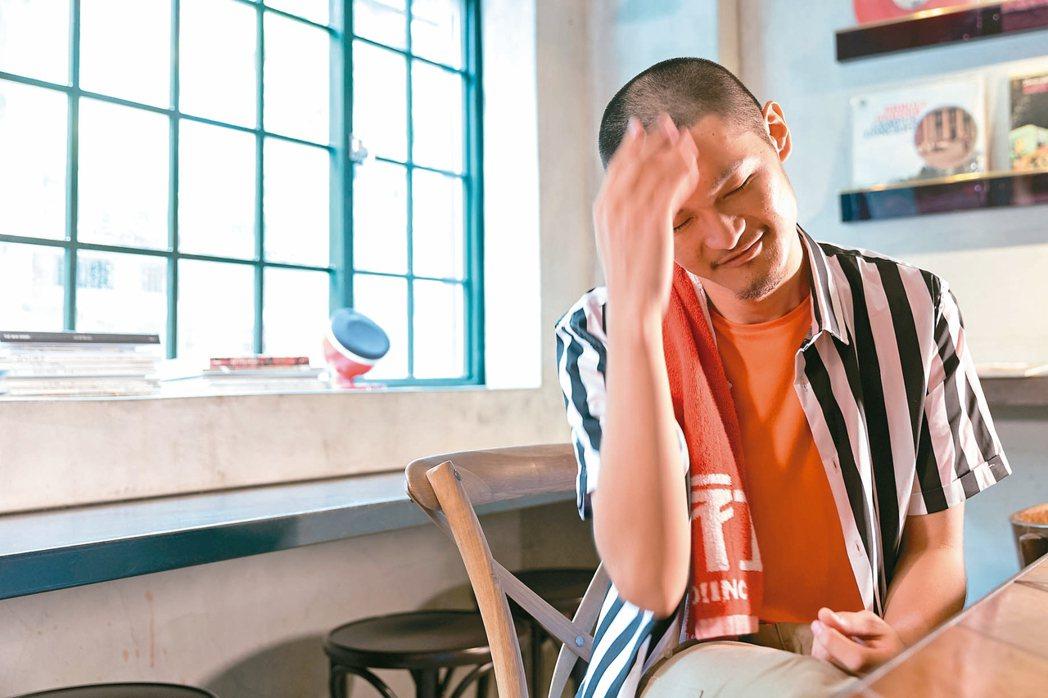 Leo王摸摸頭,不怕金曲大頭症。 記者陳立凱/攝影