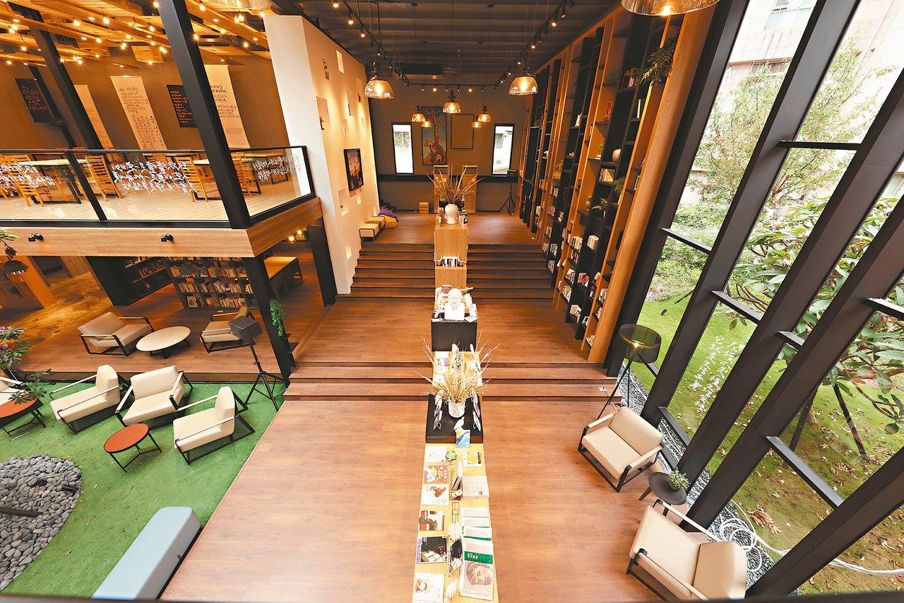 和平青鳥書店結合原木和綠意,充滿自然氛圍。 圖/達永建設提供