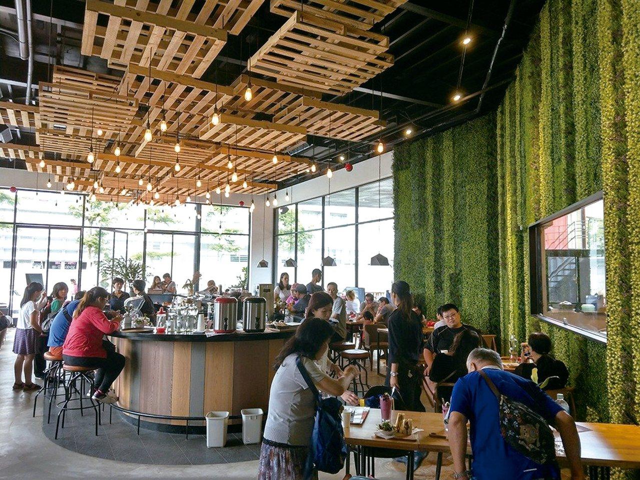 莊政儒曾以咖啡店取代樣品屋的策略,成功吸引鄰里目光。 圖/達永建設提供