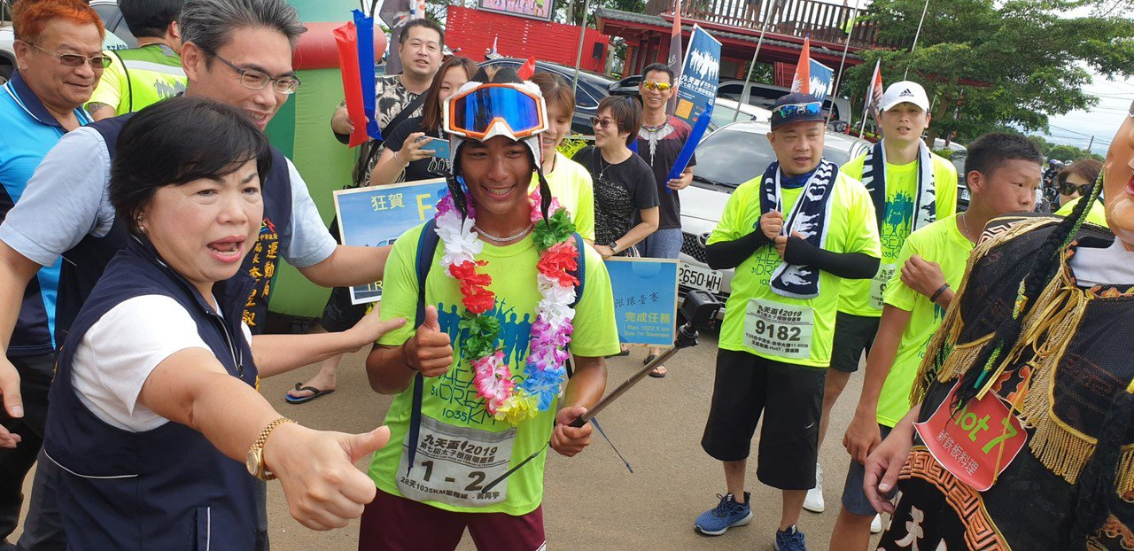 第7屆九天盃太子極限環台賽今天完賽,19歲華僑黃再宇也參加。 記者游振昇/攝影