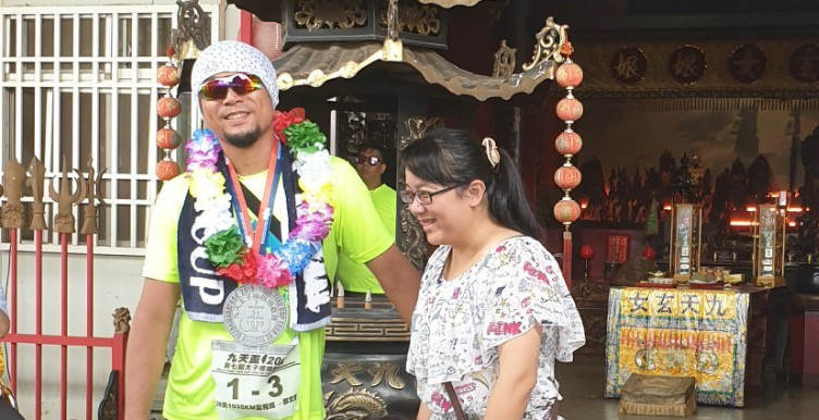 第7屆九天盃太子極限環台賽昨天完賽,選手邱文鴻當自己下月的40歲生日禮物。 記者...