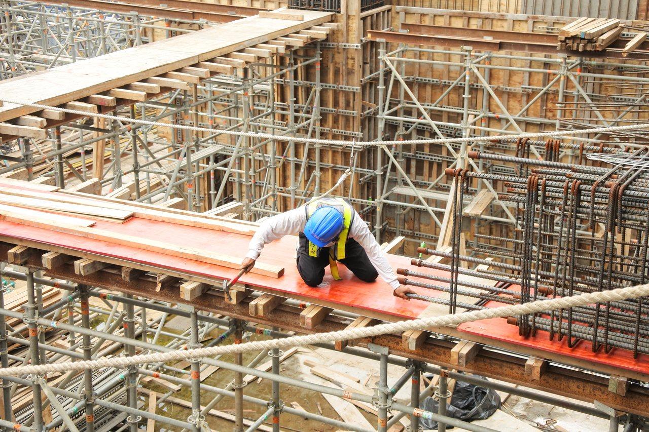 營建基層勞工大缺,問題嚴重。 圖/台中市勞工局提供