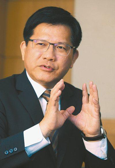 交通部長林佳龍對台鐵提出改革願景。 記者胡經周/攝影
