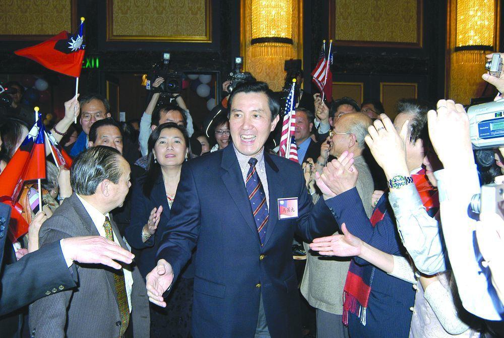 2006年馬英九訪美,受到僑胞熱烈歡迎,並高聲勸進馬英九參選2008總統大選。圖...