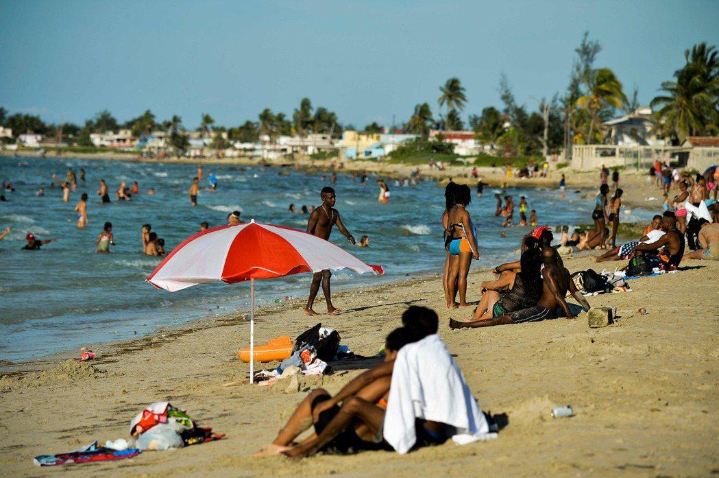 哈瓦那瓜納博海灘。(法新社)