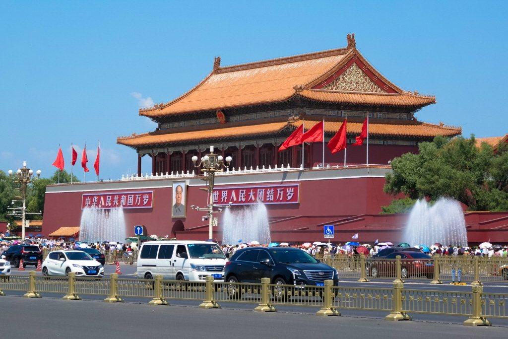 德國南德日報今天評論,香港局勢惡化,中國只剩兩條路可走,但不論走哪一條路,對將慶...