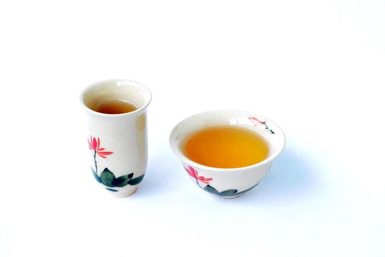 以茶葉泡茶並非在幾秒內就能完成,而是得花上幾分鐘,且茶的種類不同,浸泡時間就不同...