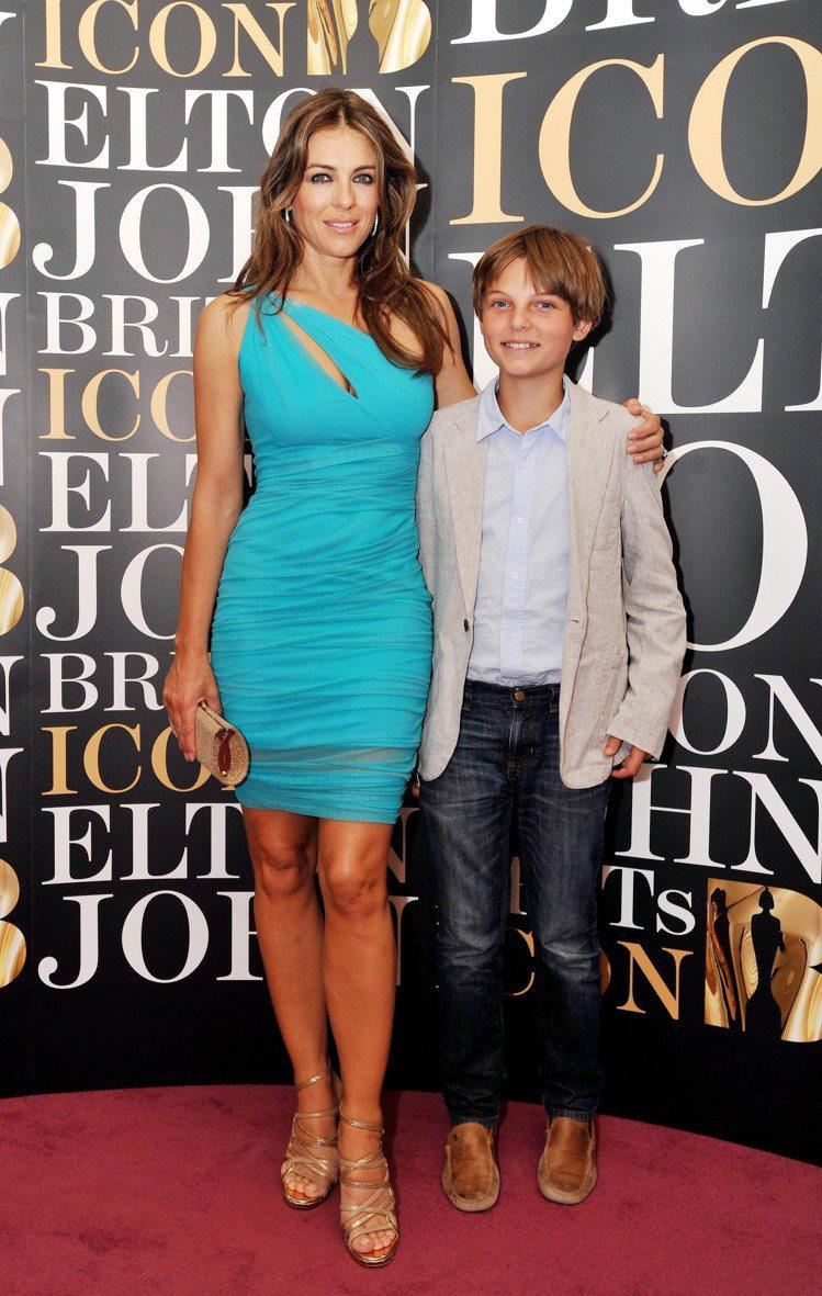 伊莉莎白赫莉和兒子達米安過去的合照。圖/達志影像