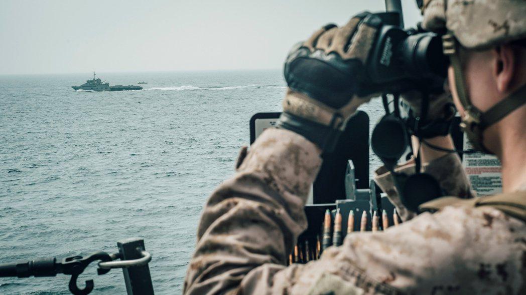 過去的100天,美國與伊朗之間爆發「油輪戰爭」衝突,波斯灣的局勢一觸即發——但,...