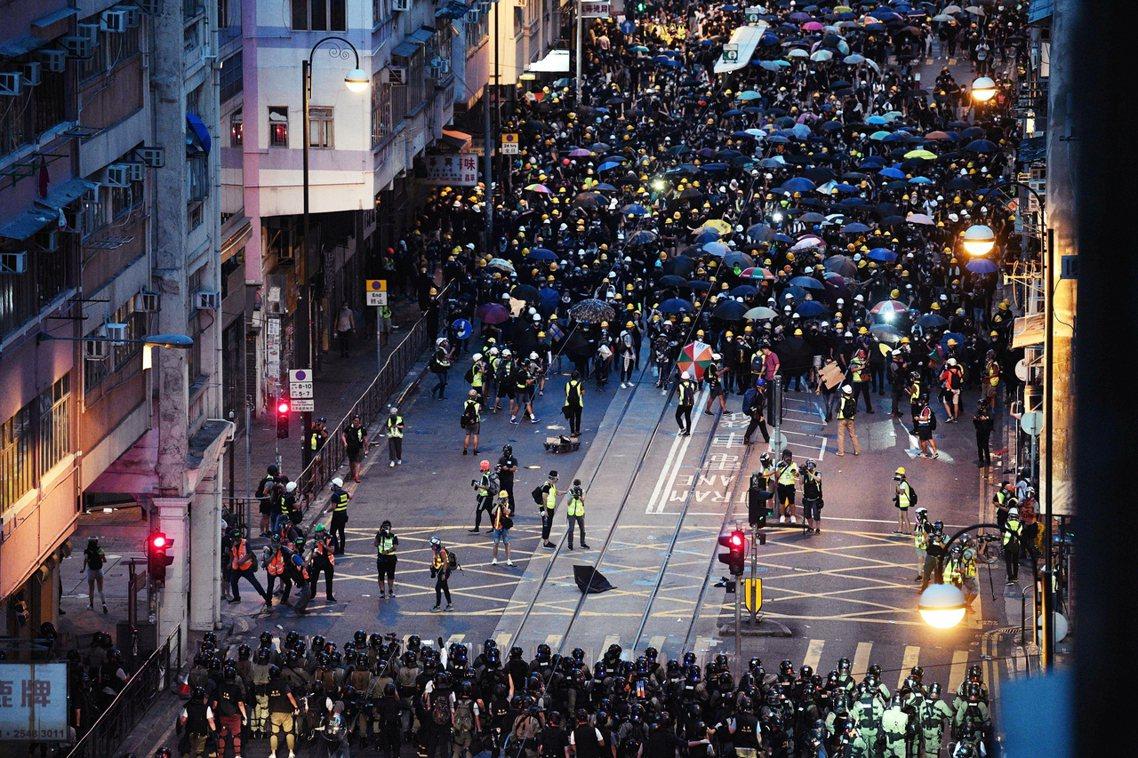 楊光同樣迴避了對「解放軍入港」(軍事鎮壓香港)、「港獨」(香港建制派對反送中示威...