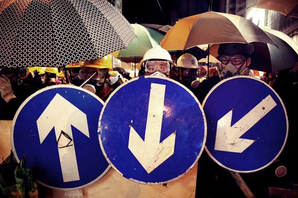 《明報》認為,北京方面一直堅持要用「法治手段來解決現況」,但當今香港的社會不穩早...
