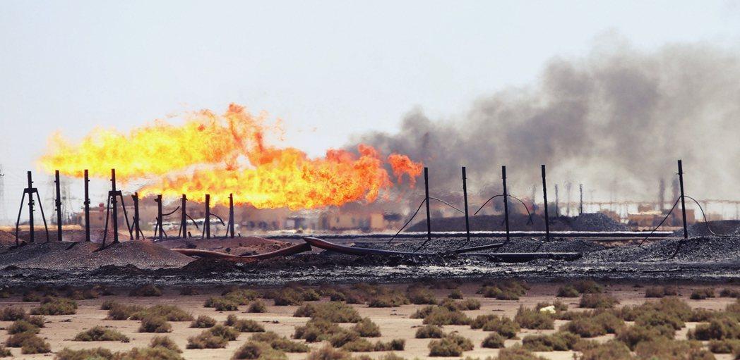 美國埃克森美孚等石油公司,在伊拉克巴斯拉的工地被火箭襲擊,一般咸信這是伊朗勢力給...